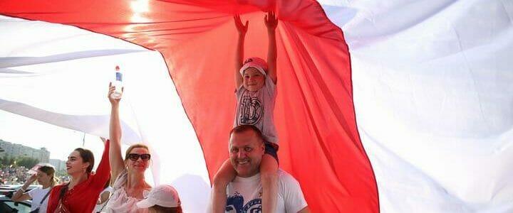 White-red-white flag 7