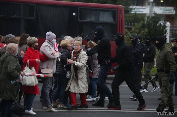 Riot police against pensioners